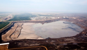 A tailings pond is picture at ythe Syncrude oilsands facility seen from a helicopter near Fort McMurray, Alta., July 10, 2012. (Jeff McIntosh / THE CANADIAN PRESS)