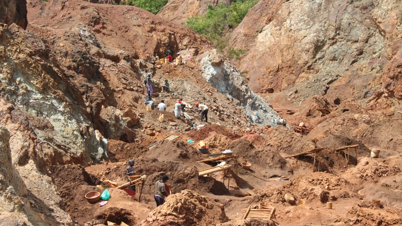 An estimated 15,000 children are already working illegally in artisanal mines across Kenya's Nyatike district alone. (Darcy Wintonyk/CTV)