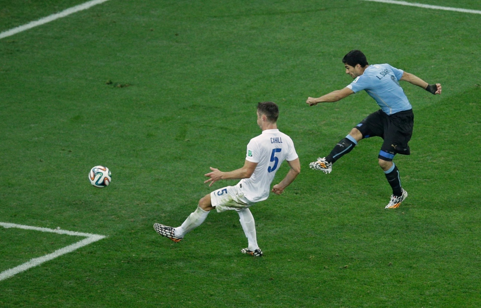 Uruguay's Luis Suarez scores his side's second goal before England's Gary Cahill, left, can block the shot during the group D World Cup soccer match between Uruguay and England at the Itaquerao Stadium in Sao Paulo, Brazil, Thursday, June 19, 2014. (AP / Michael Sohn)