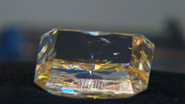 Massive 30-carat yellow diamond sells for $500,000