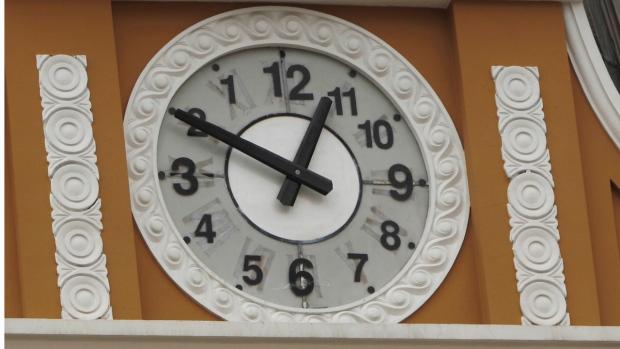 bolivia clock