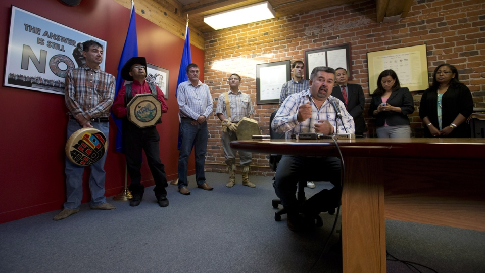 Chief Joe Aphonse, right, of the Tl'etinqox First Nation, is flanked by other chiefs while speaking during a news conference after the Supreme Court of Canada ruled in favour of the Tsilhqot'in First Nation, granting it land title to 438,000-hectares of land, in Vancouver, Thursday, June 26, 2014. (Darryl Dyck / THE CANADIAN PRESS)