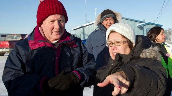 Attawapiskat First Nation Chief Therese Spence (right) talks with Liberal Leader Bob Rae in Attawapiskat, Ontario, Saturday December 17, 2011. (Frank Gunn / THE CANADIAN PRESS)