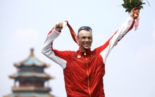 Canada's Simon Whitfield shows off his silver medal he won in the men's triathlon at the 2008 Beijing Olympics in Beijing, Tuesday, Aug. 19, 2008. (AP / David Guttenfelder)
