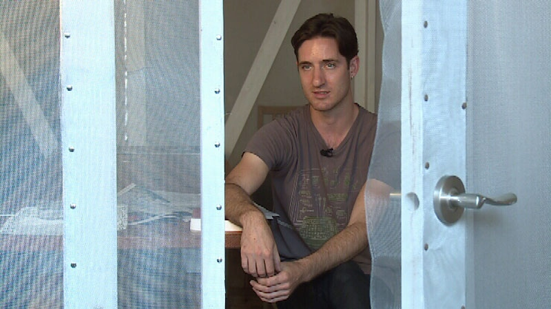 Artist Julien Thomas sits in a wireless signal-blocking cage in the Faraday Cafe in East Vancouver. July 3, 2014. (CTV)