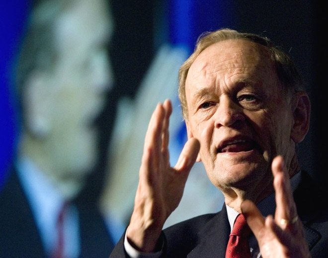 Former prime minister Jean Chretien speaks at the Canadian Bar Association annual meeting in Quebec City on Monday, Aug. 18, 2008. (Jacques Boissinot / THE CANADIAN PRESS)