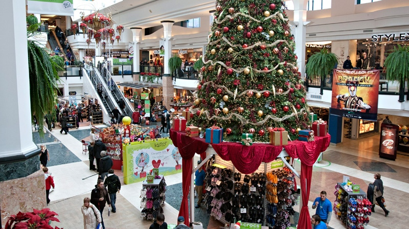 People shop for Christmas presents at the Laurier Quebec shopping centre Thursday, Dec. 22, 2011 in Quebec City. (Jacques Boissinot / THE CANADIAN PRESS)