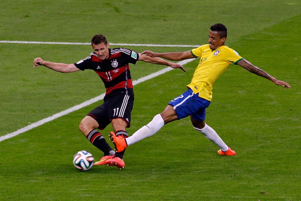 Germany's Miroslav Klose scores during the World Cup semifinal soccer match between Brazil and Germany at the Mineirao Stadium in Belo Horizonte, Brazil, Tuesday, July 8, 2014. (AP / Hassan Ammar)