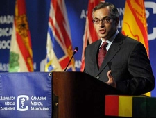 Health Minister Tony Clement, addresses the Canadian Medical Association at their 141st Annual Meeting in Montreal, Monday August 18, 2008. (THE CANADIAN PRESS/ Graham Hughes)