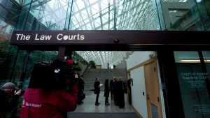 People line up to be screened to enter the British Columbia Supreme Court in Vancouver, B.C. Monday, Sept. 30, 2013. (Jonathan Hayward/THE CANADIAN PRESS)
