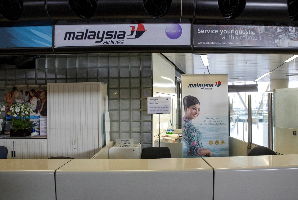 A closed desk of Malaysian airlines is seen at Schiphol airport in Amsterdam, Thursday, July 17, 2014. (AP / Phil Nijhuis)