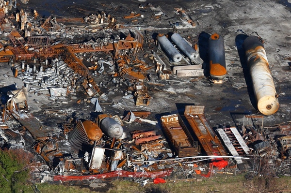 The aftermath of a blast at the Sunrise Propane plant in Toronto, Ont. is seen from the CTV helicopter, Tuesday, Aug. 19, 2008. (Tom Podolec for CTV.ca)