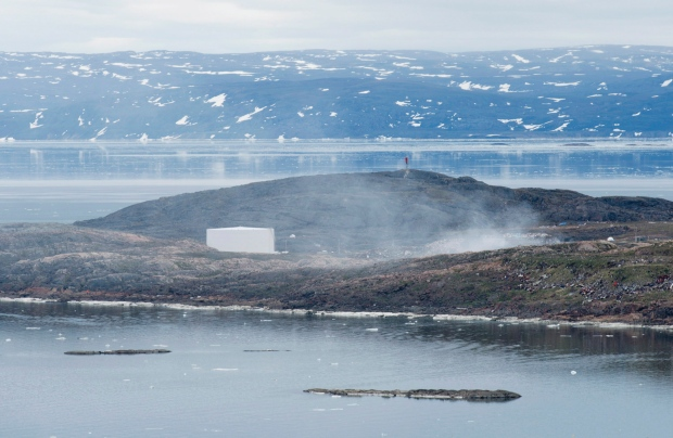 Garbage dump smoulders in Iqaluit