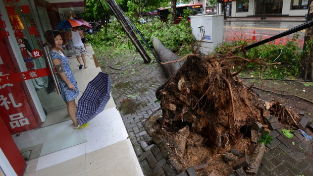 Typhoon Rammasun hits China, Vietnam