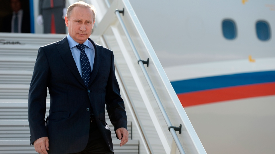 Russian President Vladimir Putin steps down upon his arrival at the airport of Samara, Russia, Monday, July 21, 2014. (AP / RIA-Novosti, Alexei Nikolsky, Presidential Press Service)