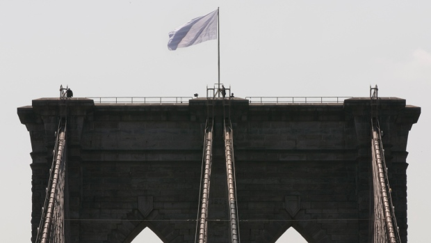 White flag raised at Brooklyn Bridge in New York