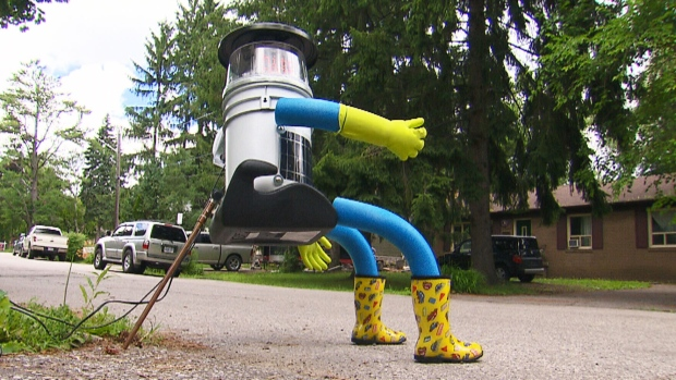 Hitchbot takes cross-country journey