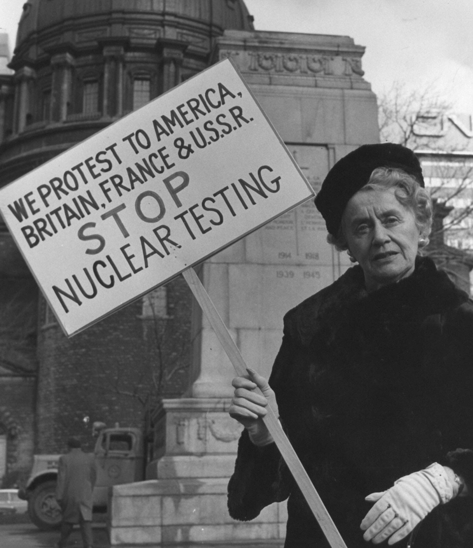 Therese Casgrain leads a 24-hour silent vigil at Montreal's war memorial in a Nov. 10, 1961 photo. (Files / THE CANADIAN PRESS)