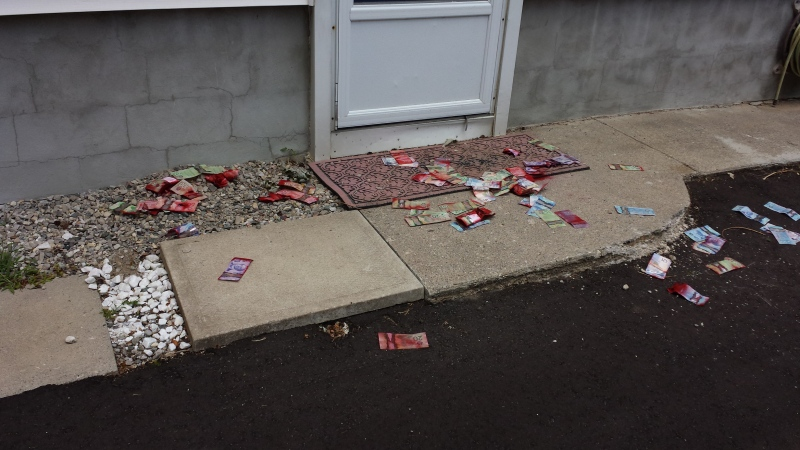 Cash is seen strewn across the ground near the location of a robbery at the Scotiabank on Hamilton Road in London, Ont. on Thursday, July 31, 2014. (Mark Turner / MyNews)