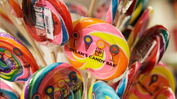 Candy retailers are living the sweet life as cash-strapped Canadians look to them for inexpensive pleasures during a time of economic uncertainty. (AP / Mark Lennihan)