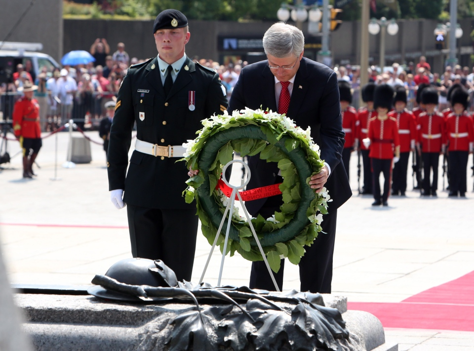 Prime Minister Stephen Harper lays a wreath at the National War Memorial during a ceremony to mark the 100th Anniversary of the First World War, in Ottawa, Monday, Aug. 4, 2014. (Fred Chartrand / THE CANADIAN PRESS)