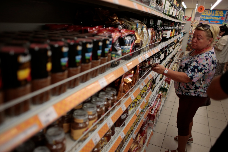Russia food ban in grocery store