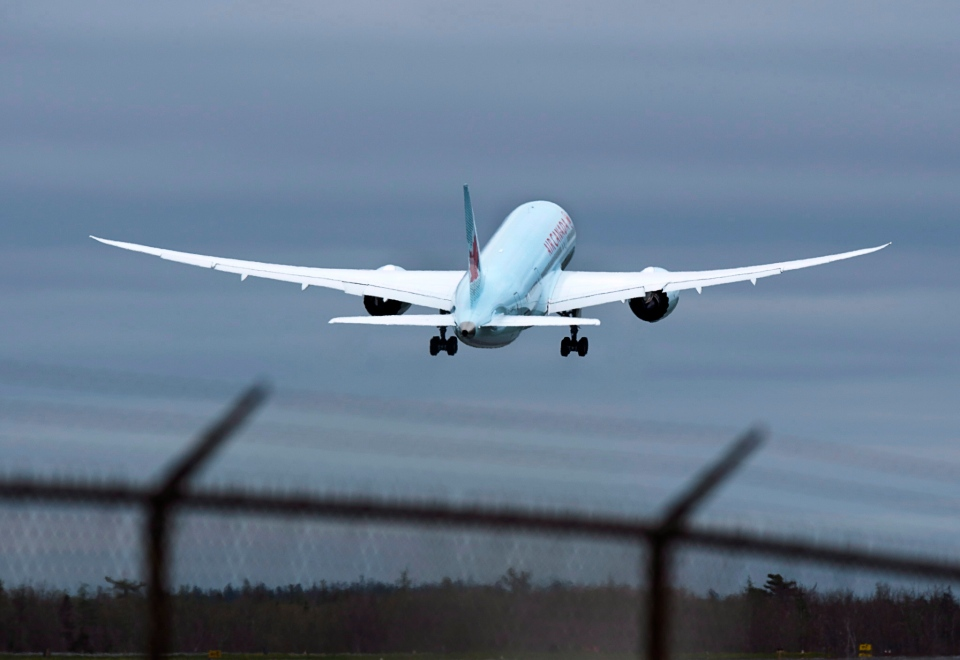File photo: Air Canada Boeing 787 Dreamliner jet departs Halifax Stanfield International Airport in Enfield, N.S. on Friday, May 23, 2014. (Andrew Vaughan / THE CANADIAN PRESS)