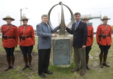 Prime Minister Stephen Harper poses with former Prime Minister John Diefenbaker's grandson John Weir (right) at the statue Diefenbaker used to inaugurate the town in Inuvik, N.W.T., on Thursday, Aug 28, 2008. (Tom Hanson / THE CANADIAN PRESS)