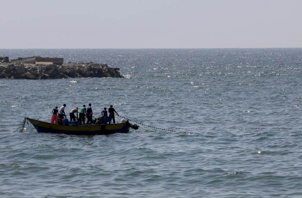 Palestinian fishermen pull their fishnet at the Mediterranean Sea in Gaza City in the northern Gaza Strip on Thursday, Aug. 7, 2014. (AP / Adel Hana)
