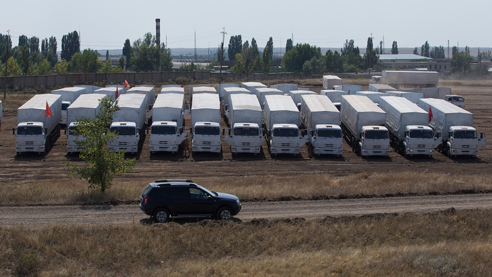 A convoy of white trucks with humanitarian aid parked in a field about 28 kilometers from Ukrainian border in Rostov-on-Don region, Russia, Thursday, Aug. 14, 2014. (AP / Pavel Golovkin)