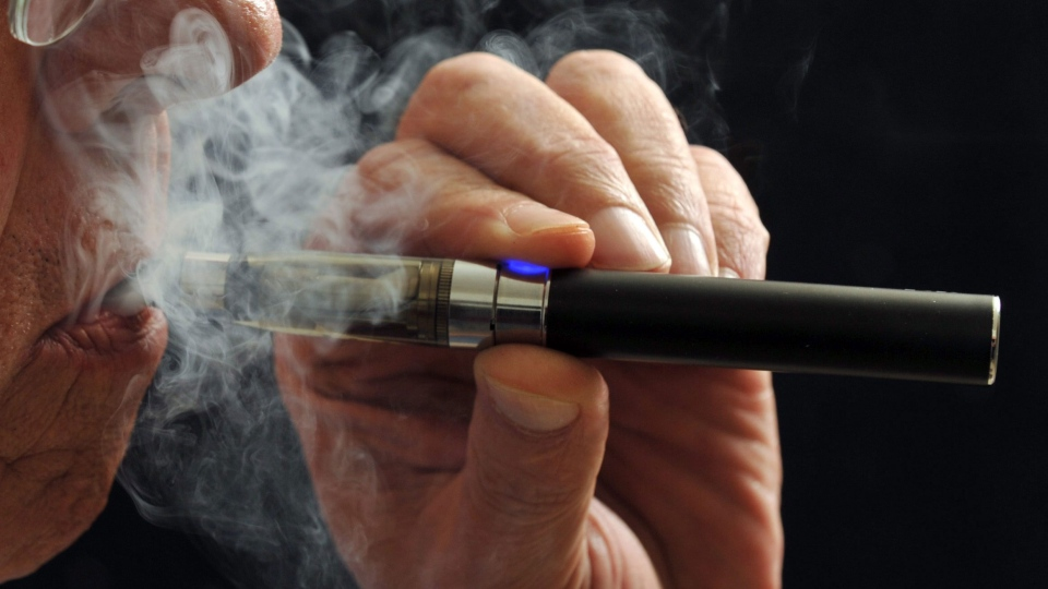A smoker demonstrates an e-cigarette in Wichita Falls, Texas, Jan. 17, 2014. (Wichita Falls Times Record News, Torin Halsey)