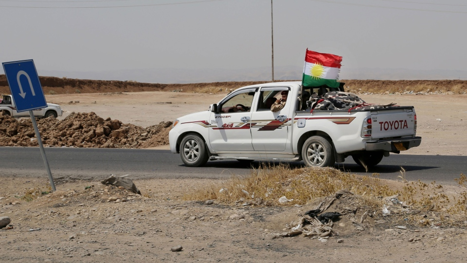 Kurdish forces, known as the Peshmerga, make their way to the front line to fight militants from the extremist Islamic State group at Mosul Dam, outside Mosul, Iraq, Monday, Aug 18, 2014. (AP / Khalid Mohammed)
