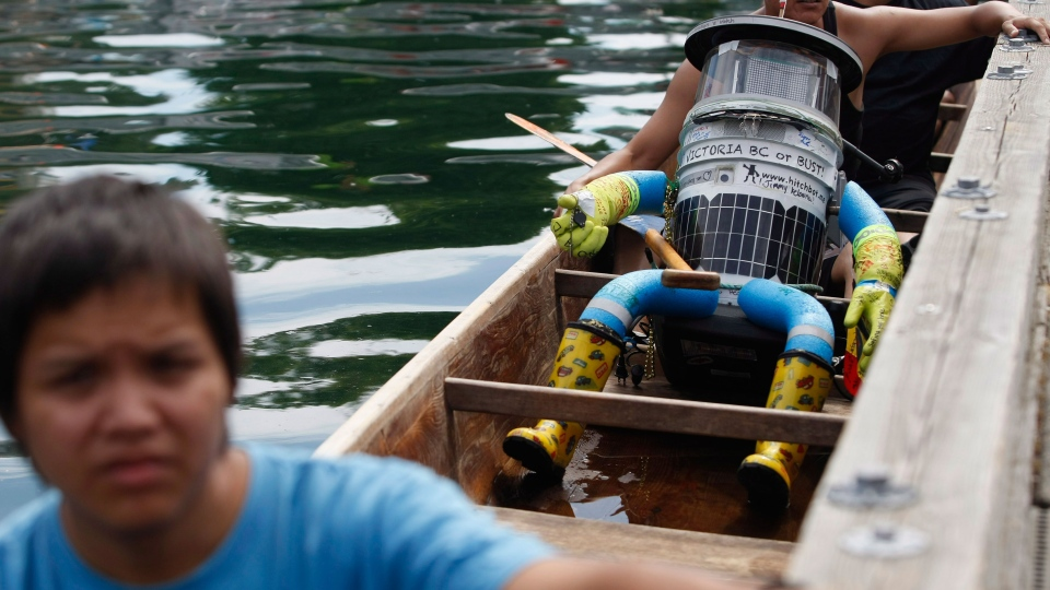 Hitchbot, Canada's most famous hitchhiking robot, has made its way across the country from Halifax to Victoria, B.C., completing its 6,000-kilometre journey in 3 weeks has tea at the Empress hotel following it's arrival by canoe during a traditional Coast Salish welcome at the inner harbour in Victoria, B.C., on Monday, August 18, 2014. (Chad Hipolito / THE CANADIAN PRESS)