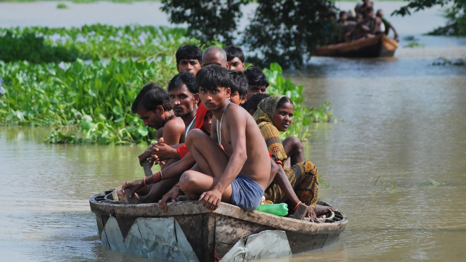 Flood affected Indian villagers sit in country boats as they try to move to safer places in Harinarayanpur village in Barabanki district of Uttar Pradesh state, India, Monday, Aug. 18, 2014. (AP / Sanjay Sonkar)