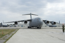 A CC-177 Globemaster III strategic transport (also known as a C-17) arrives in Trenton, Ont., on Aug. 12, 2007. (Cpl. Tom Parker - 8 Wing Imaging Section / Combat Camera)