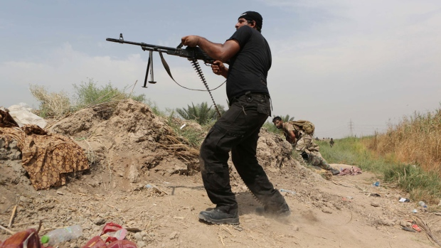 Iraqi troops clash with militants