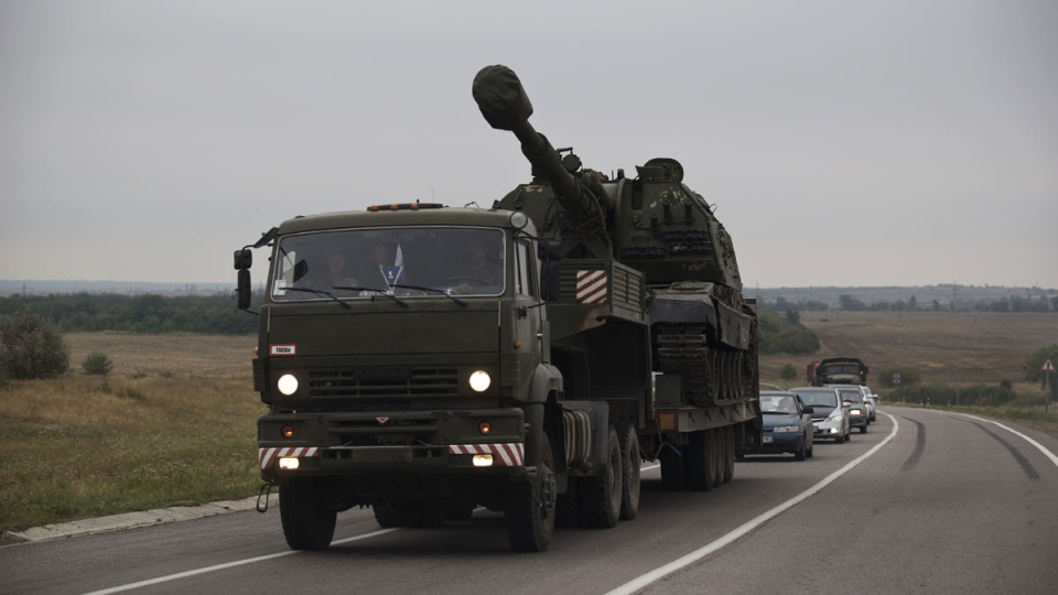 A Russian military truck carries a MSTA-S self-propelled howitzer about 10 kilometres from the Russia-Ukrainian border control point at town Donetsk, Rostov-on-Don region, Russia, Tuesday, Aug. 19, 2014. (AP / Pavel Golovkin)