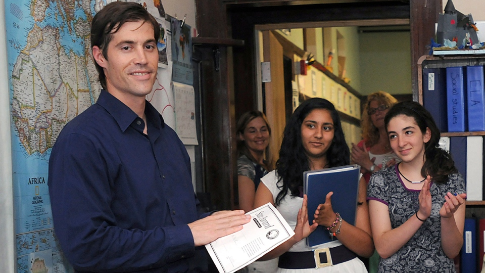 Journalist James Foley receives applause from students at the Christa McAuliffe Regional Charter Public School in Framingham, Mass. June 17, 2011. (AP / MetroWest Daily News, Ken McGagh)