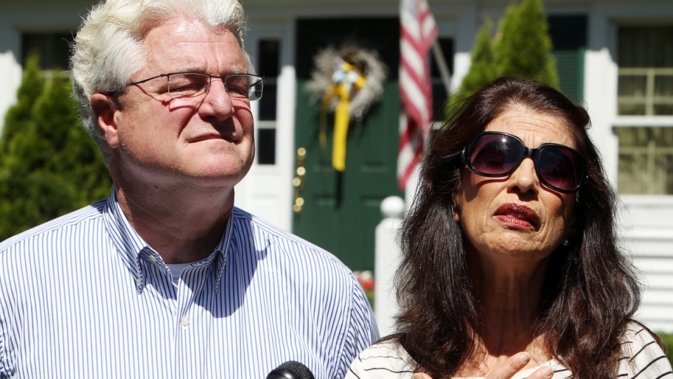 Diane and John Foley talk to reporters after speaking with U.S. President Barack Obama, outside their home in Rochester, N.H., Wednesday, Aug. 20, 2014. (AP / Jim Cole)