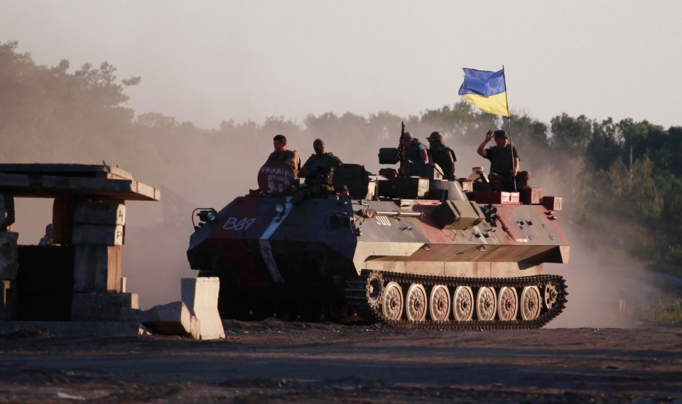 Ukrainian soldiers muster at a point close to Luhansk, eastern Ukraine, Wednesday, Aug. 20, 2014. (AP / Petro Zadorozhnyy)