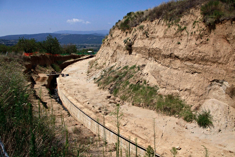 A partial view of the site where archaeologists are excavating an ancient mound in Amphipolis, northern Greece, is seen on Tuesday, Aug. 12, 2014. (AP / Alexandros Michailidis)