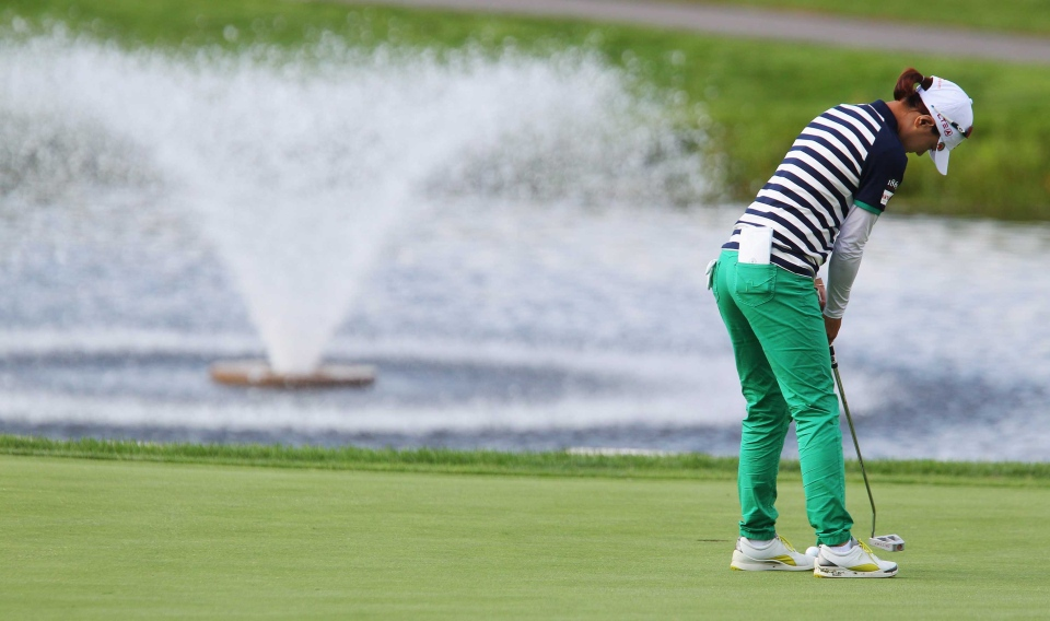 Na Yeon Choi of South Korea putts on the 2nd hole at the CP Women's Open golf tournament in London, Ont., on Thursday, Aug. 21, 2014. (Dave Chidley / The Canadian Press)