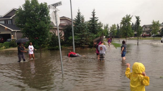 Flooding from the rainstorm that hit Winnipeg on Aug. 21, 2014 is shown along Scurfield Boulevard. (Brian Noel / MyNews)