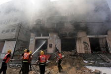 Israeli airstrike hits Gaza City apartment tower