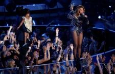 Beyonce accepts Vanguard Award