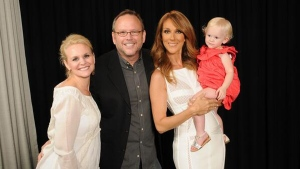 Viral video star Richard Dunn (middle left) poses with singer Celine Dion (middle right) and his wife and daughter at Caesar's Palace on July 4, 2014. (Twitter / Caesar's Palace)