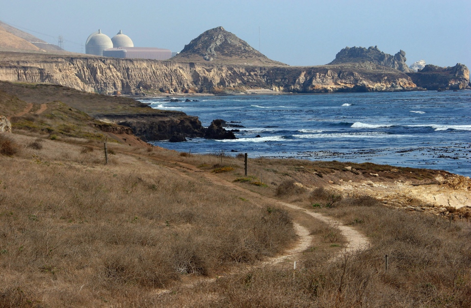 Pacific Gas and Electric's Diablo Canyon Nuclear Power Plant,  in Avila Beach, Calif., Sept. 20, 2005. (AP / Michael A. Mariant)