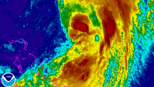 Hurricane Cristobal approaches Bermuda coast