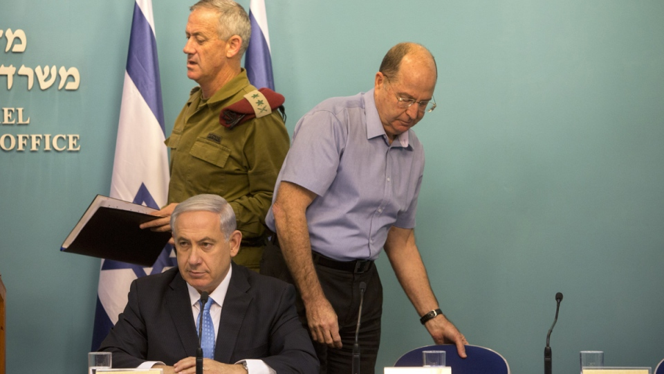 Israeli Prime Minister Benjamin Netanyahu, centre, Israel's Defense Minister Moshe Yaalon, right, and Israeli Chief of Staff Lt. Gen. Benny Gantz, attend a press conference at the prime minister's office in Jerusalem, Wednesday, Aug. 27, 2014. (AP / Sebastian Scheiner)