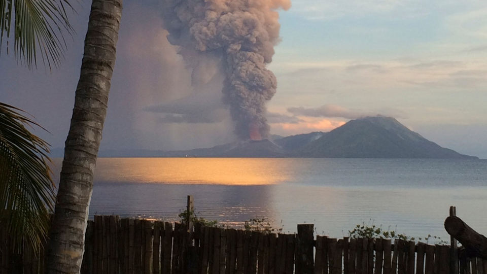 In this photo taken and released by Jason Tassell, a huge smoke billows from Mt. Tavurvu after an eruption in Kokopo, east New Britain, Papua New Guinea, Friday, Aug. 29, 2014. (AP / Jason Tassell)